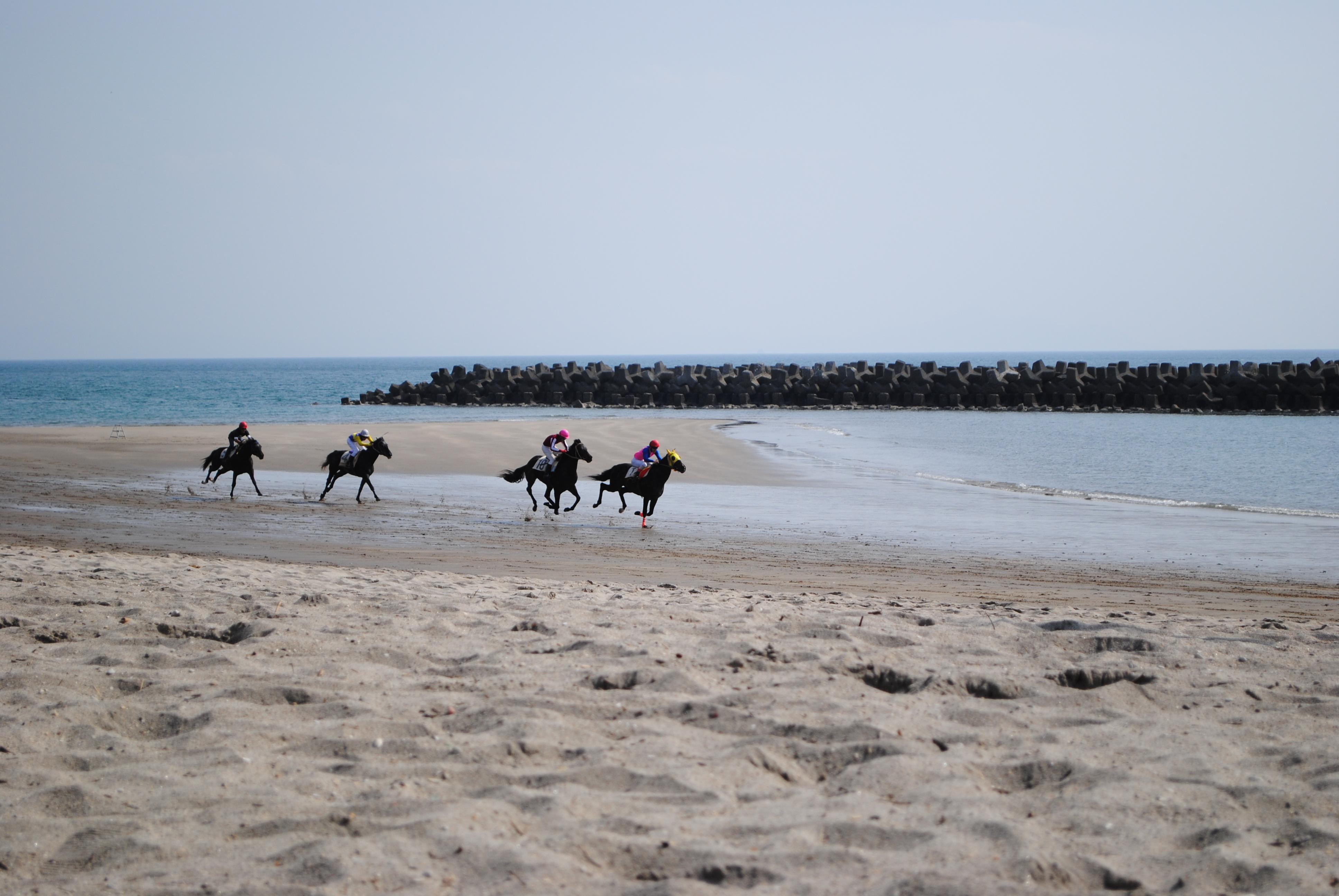 春の風物詩 串木野浜競馬