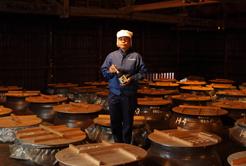 「黒麹」と「伝統製法」から生まれる本格焼酎『宇吉』