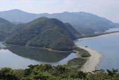 国定公園で天然記念物、ダブル取得の宝島へ